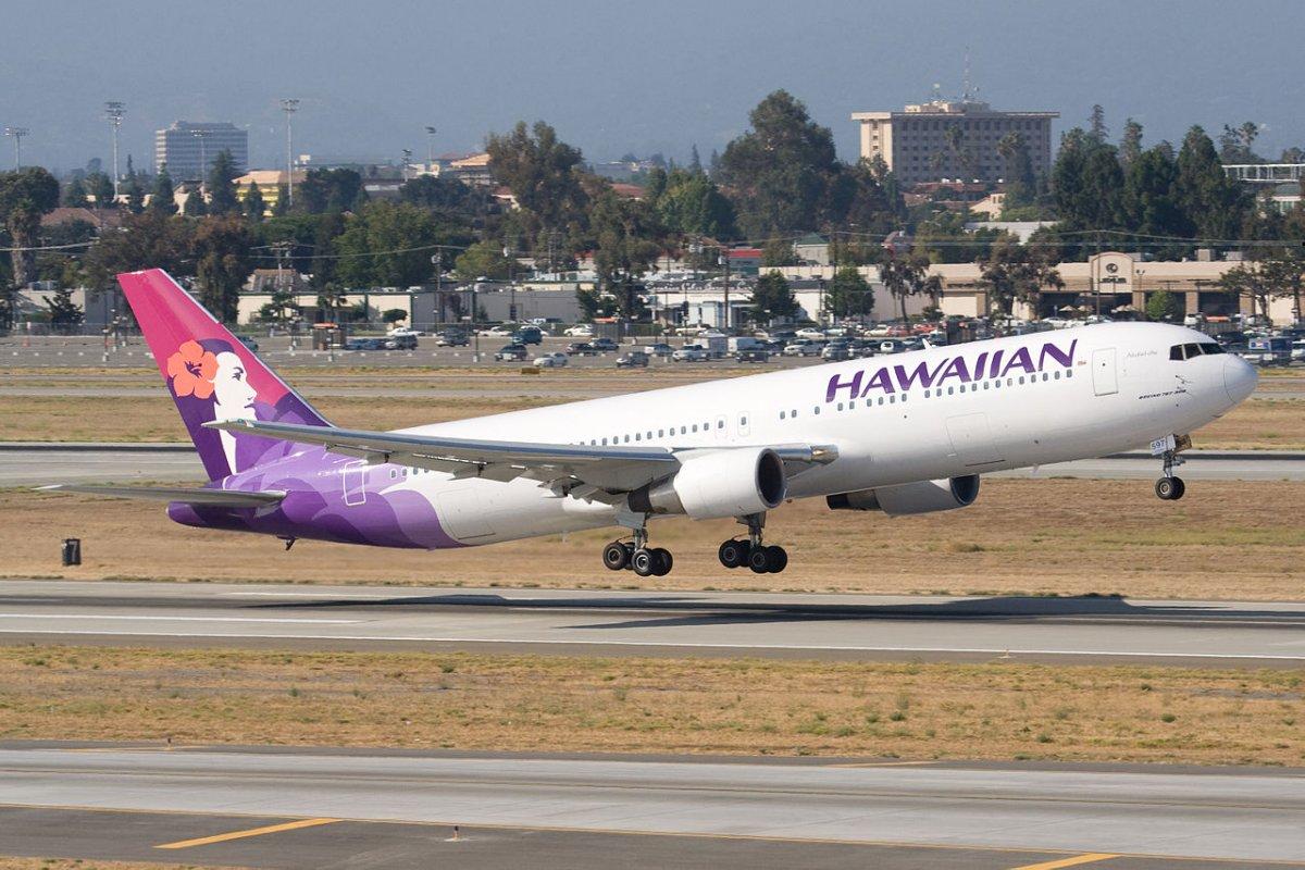 Основанная еще в 1929 году Hawaiian Airlines считается самой комфортной авиакомпанией Америки. Во флоте гавайцев всего пятьдесят лайнеров, зато трагедий не случалось никогда.