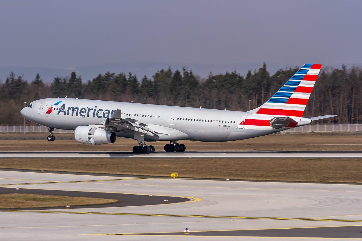 900 авиалайнеров и персонал, специально обученный противостоять возможным террористическим атакам. American Airlines не видела катастроф с 2001 года.