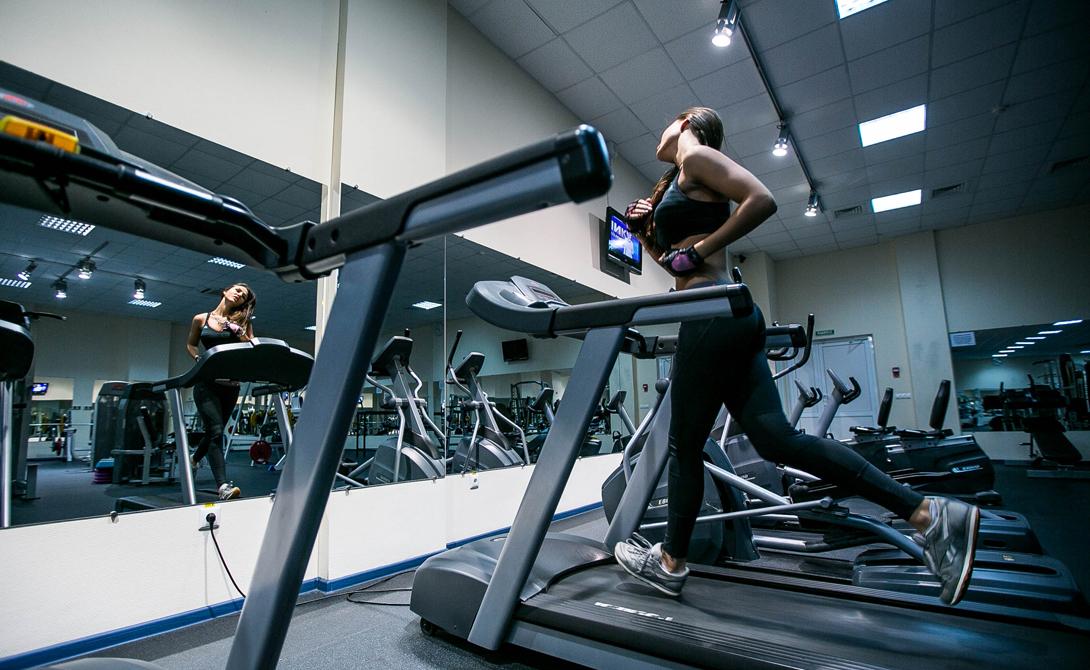 Интервальный тренинг Другой способ заставить свой мозг работать — интервальные тренировки. Прерывистые нагрузки дают понять нервной системе, что нужно уметь быстро приспосабливаться к самым разным ситуациям. В результате повышается общая скорость реакции на события, соотвественно и вырастает способность мозга к решению новых задач.