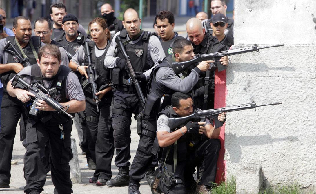 Полиция Полицейские формирования в Рио есть, да еще какие. Для борьбы с организованной преступностью собираются специальные батальоны, бойцы которых прошли серьезную подготовку. А вот рядовых полицейских на улицах маловато. Можно за весь день не встретить ни одного.