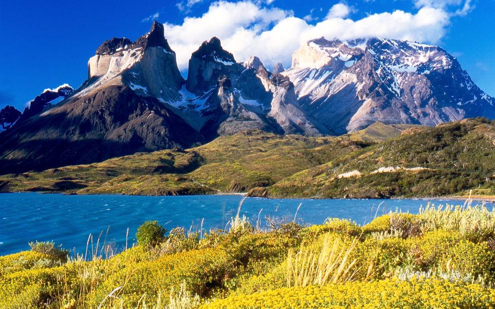 Патагония Расположенная на южной оконечности Южной Америки, Патагония имеет все, чтобы претендовать на статус отдельной планеты. Горы, равнины, ледники, дикие озера — эксперты называют Патагонию самым диким местечком нашей Земли.