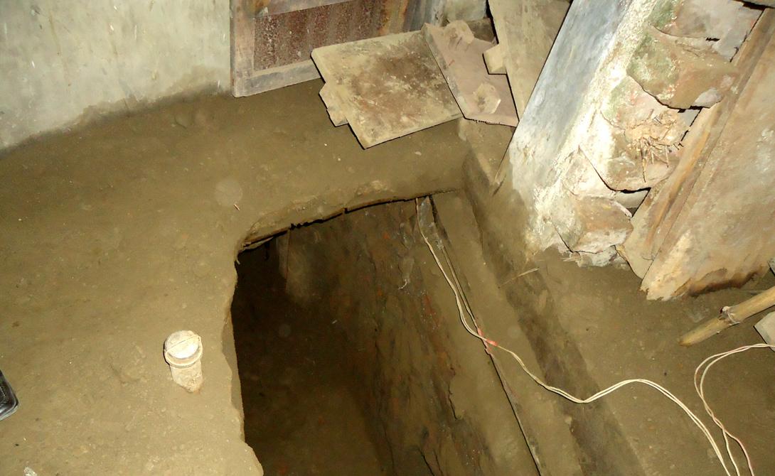 Ограбление по-бангладешски 26 января 2014 года филиал банка Sonali в Кишорегандж был ограблен на 169 миллионов бангладешских така. Двое мужчин прорыли тоннель из стоявшего по соседству дома. Просто, умно и легко осуществимо.