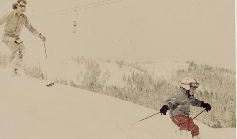Норман Оллестад-младший 11- летний мальчик показал удивительный пример выдержки и самообладания в экстремальной ситуации. Легкомоторный самолет, в котором были отец Нормана со своей подругой, пилот, а также сам Норман, врезался в гору на высоте 2,6 км и разбился. Отец и пилот погибли на месте, девушка пыталась спуститься по леднику и сорвалась вниз. К счастью, Оллестад-старший был опытным экстремалом и учил сына навыкам выживания. Норман соорудил из найденных в горах некое подобие лыж и благополучно спустился вниз – это заняло около 9 часов. Повзрослев и став писателем, Норман Оллестад рассказал об этом случае в книге «Без ума от бури», которая стала бестселлером.