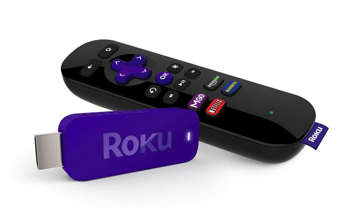 Потоковый медиаплеер Создатели Roku Streaming Stick прекрасно понимают нужды современного человека. В длинном отпуске или командировке всегда наступает момент, когда хочется просто лечь на кровать в своем номере и немного посмотреть любимые каналы. Roku подсоединяется к телевизору по HDMI-порту и позволяет получить доступ к сотням онлайн-каналам и медиа-услугам вроде игр и приложений. Проще говоря, это устройство — настоящий smart-TV, который с легкостью умещается в кармане.