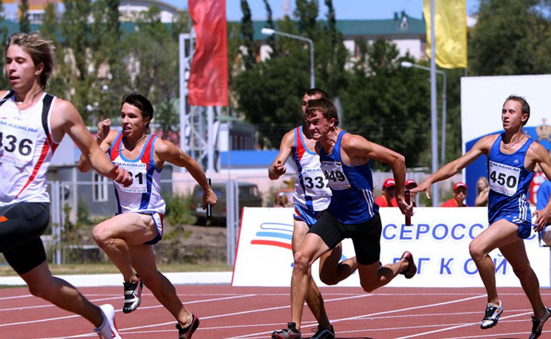 Стайерский бег Лучшим упражнением в списке остается бег на длинные дистанции. Ученые экспериментально доказали взаимосвязь появления новых нейронов и бега: исследование, проведенное с двумя тысячами респондентов, длилось несколько лет. Оказалось, что те, кто предпочитал бег на длинные дистанции другим тренировкам, гораздо лучше справляются с умственными нагрузками. Собираетесь сдавать сложный экзамен — начинайте бегать.