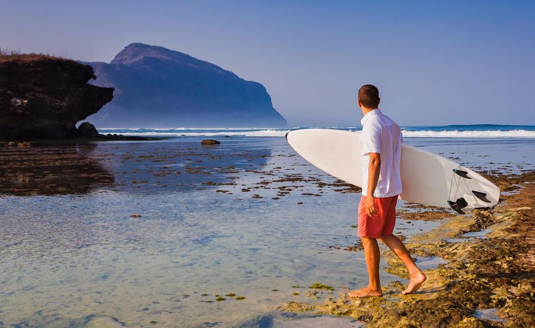 Сумбава Индонезия Остров пользуется большой популярностью у серферов, а потрясающие коралловые рифы, опоясывающие его, делают местные воды идеальными для подводного плавания. Туристическая инфраструктура развита плохо, что скорее на руку уставшему от вечных стандартов отдыха путешественнику.