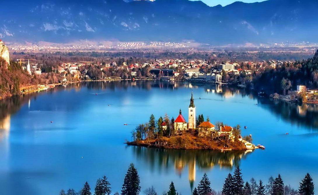 Словения Словению нельзя назвать полностью безопасной страной: здесь ведут редкую активность террористы и даже есть несколько вялотекущих внутренних конфликтов. Тем не менее полицейское присутствие тут выше, чем в соседних странах, что позволяет путешественникам чувствовать себя спокойно.