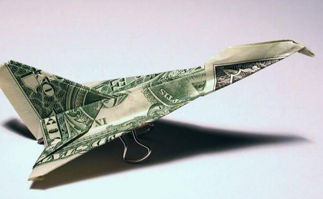 Переплата за билет Безусловно, умнее всего заказывать авиабилеты заранее: так вы получаете и низкую стоимость и возможность выбрать наиболее подходящий рейс. Привыкли откладывать все на последний день? Не отчаивайтесь, выход есть. Просто подпишитесь на один из информационных агрегаторов авиакомпаний вроде SmarterTravel — здесь очень часто появляются непроданные билеты по весьма интересной цене.
