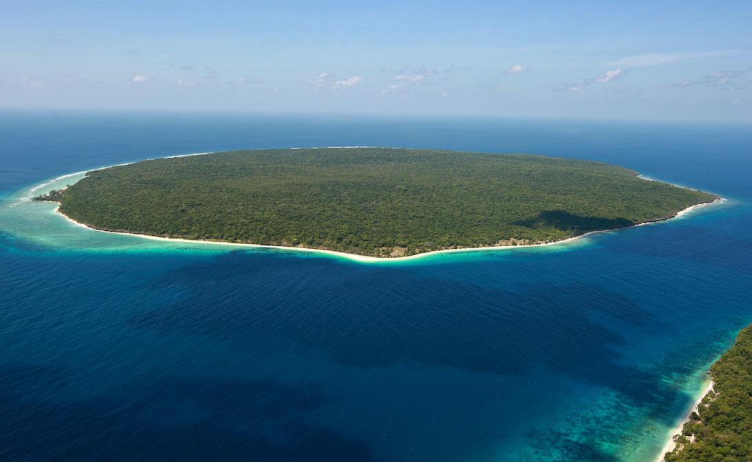 Жако Остров Жако считается священной землей — вот, почему здесь никто не живет. Однако экскурсии проходят здесь постоянно и туристы могут на короткое время остановиться на острове лагерем.