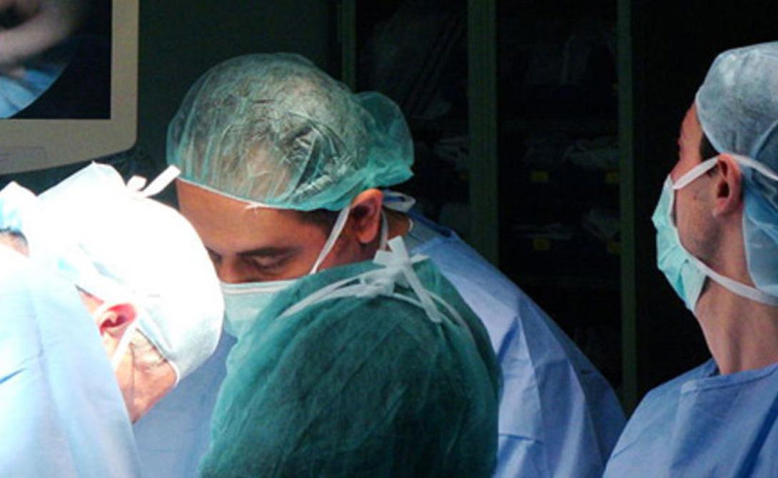 Новая технология Для пациентов с заболеваниями сердца удивительная новая технология стала настоящим подарком небес. Разработанная в США техника позволяет людям, при должной степени удачливости, протянуть до своей очереди на операцию. Стэн Ларкин, только что отметивший свое 25-летие, успешно прошел трансплантацию всего несколько недель назад. До того молодой человек провел 17 месяцев, в буквальном смысле нося свое сердце в кармане.