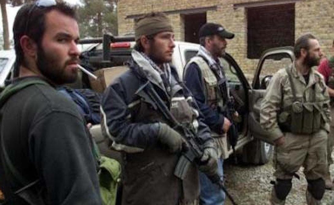 Delta Force Подразделение Delta несколько раз сменило не только руководство, но и название. Что, впрочем, не редкость в этой сфере. Группировку спецназначения сформировали в конце 1977 года, а первая (катастрофически провальная) операция Eagle Claw прошла в 1980. С тех пор «Дельта» отличилась во вторжении в Панаму и неплохо зарекомендовала себя на территории Персидского залива. Бойцы именно этого отряда ловили сумрачного гения террористов, Усама бен Ладена, в горах Тора-Бора.