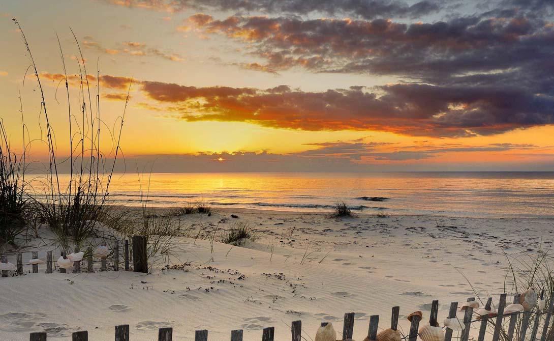 Остров Святого Георга Соединенные Штаты Америки Здесь влачит гордое существование одна из самых больших общин Алеутов. Впрочем, индейцев сложно назвать истинными хозяевами этой земли: орды тюленей и пара миллионов морских птиц подходят под это обозначение в гораздо большей степени.