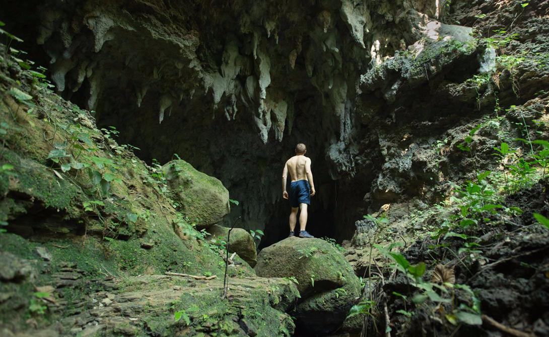 Остров Ириомотэ Япония Здесь путешественник будет ощущать себя хозяином целого леса. Почти 90% острова занимают густые джунгли и мангровые леса, даря туристам незабываемые пейзажи. Здесь есть и несколько удобных пляжей, где можно освежиться в местном баре или понырять со скубой.