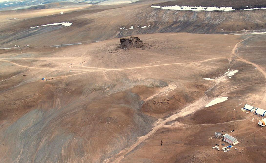 Девон-Айленд Канада Самый крупный необитаемый остров в мире. Именно здесь проходили испытания марсоходов — местный кратер Хаугтон показался ученым максимально похожим на марсианскую поверхность.