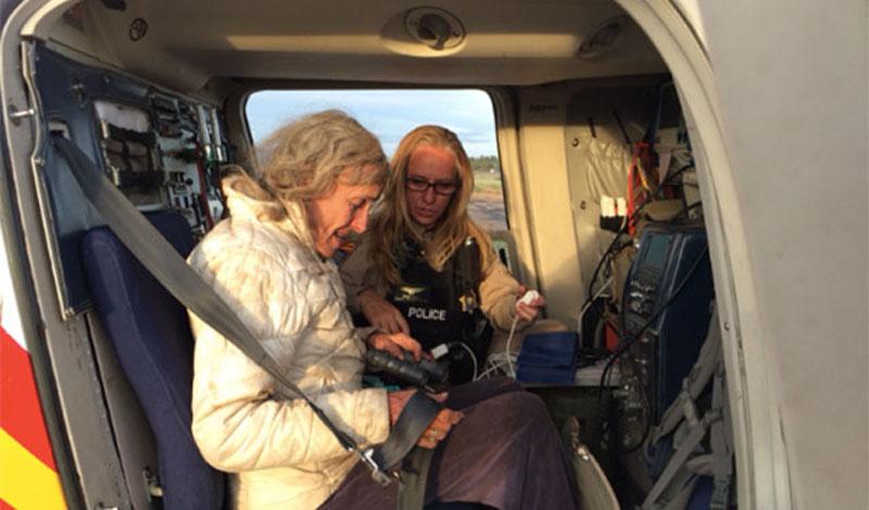 Тереза Бордэ Туристка из Франции выжила после падения с высоты около 20 метров, а потом провела 11 дней в горах на северо-востоке Испании. 62-летняя женщина отстала от группы и заблудилась. Она попыталась спуститься вниз, но сорвалась в лощину. Выбраться оттуда она не смогла, поэтому ей пришлось провести посреди дикой природы почти две недели в ожидании помощи – она ела листья и пила дождевую воду. На 11-й день спасатели заметили с вертолета красную футболку, которую Тереза расстелила на земле, и вызволили ее.