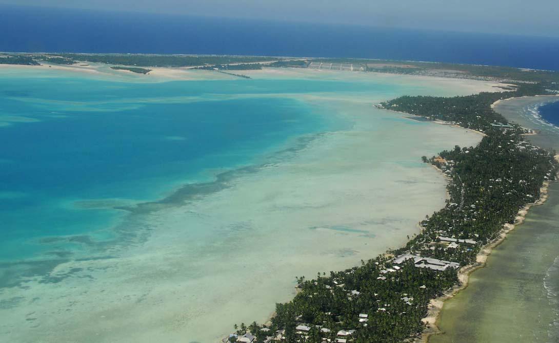 Кокосовые острова Австралия Тысяча километров от Явы и две тысячи от берегов Австралии. Кокосовые острова представляют собой набор из 27 коралловых атоллов, на которых вольготно разместились целых шесть сотен человек. Чарльз Дарвин отметил эти атоллы, принесшие ему множество подтверждений теории эволюции.