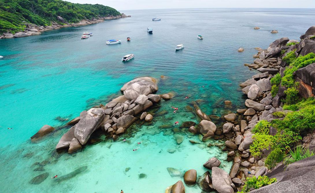 Симиланские острова Таиланд Таиланд остается признанным фаворитом путешественников со всего мира. Но европейцы до сих пор не открыли большую часть этой чудесной страны. Мы бы советовали вам отправиться на Симиланские острова в Андаманском море — настоящий рай на Земле.