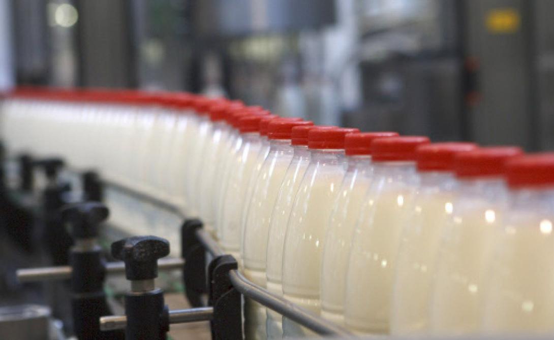 Антибиотики Некоторые производители добавляют в молоко антибиотики. Так они экономят на стерилизации. Но Минздрав так поступать прямо запрещает: обилие антибиотиков снижает человеческий иммунитет.