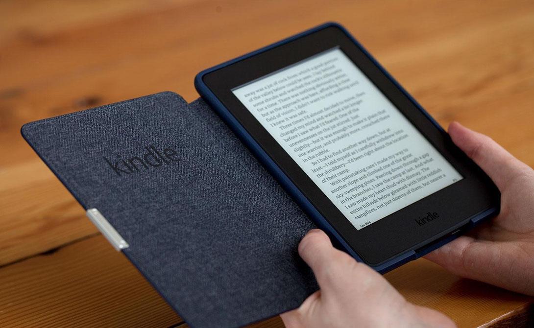 Kindle Книгу не заменит ничто и никогда. Вот только таскать с собой пару увесистых фолиантов в путешествие — не самая лучшая затея. Гораздо удобнее будет заменить устаревшие бумажные издания новеньким Kindle Paperwhite: экран с высоким разрешением, встроенная подсветка и память, способная вместить небольшую библиотеку.