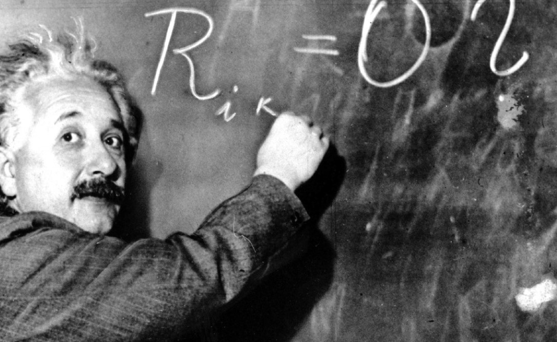 Ядерный синтез Изобретатель: Альберт Эйнштейн Знаменитое уравнение E = mc² можно считать праотцом ядерной бомбы. Эйнштейн, известный пацифист, до конца жизни сожалел о своей роли в создании этого разрушительного оружия. Лично он никогда над бомбой не работал — проверка безопасности участников проекта оказалась слишком жесткой. Вместо этого гениальный ученый стал инициатором кампании, в результате которой США вообще начали строить бомбу. В начале Второй мировой войны многие считали, что Германия работает над созданием атомной бомбы и Эйнштейн написал Рузвельту открытое письмо, призывая сделать то же самое.
