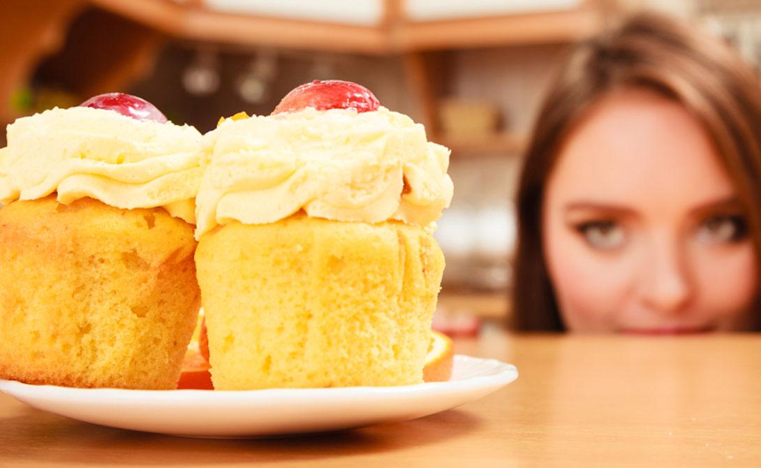 Моносахариды и дисахариды отличаются от сахара, содержащегося в свежих фруктах и овощах. Нет никаких научных доказательств того, что потребление этих сахаров приводит к проблемам со здоровьем. Таким образом, рекомендации ВОЗ не распространяются на свежие фрукты и овощи — ешьте их сколько угодно.