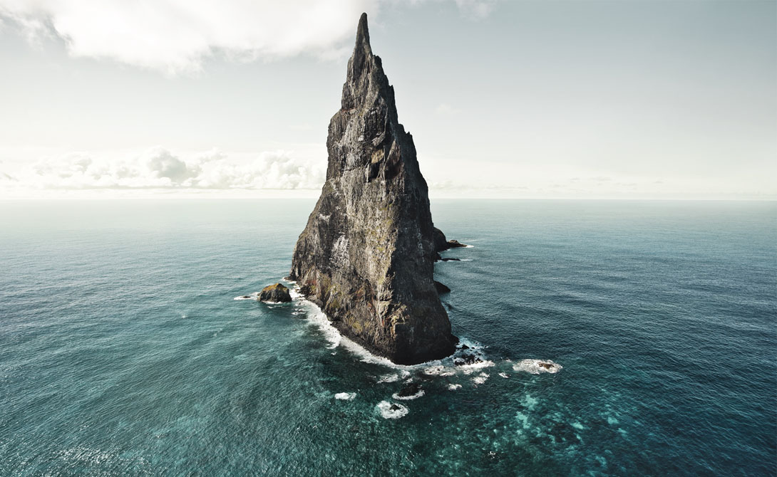 Пирамида Болла Австралия Эта высокая скала расположена между Австралией и Новой Зеландией. Пирамида является остатками вулкана, сформированного еще семь миллионов лет назад.