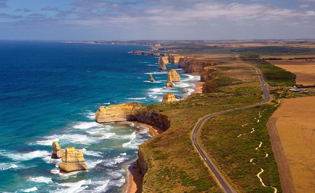 Great Ocean Road Австралия Австралийская Great Ocean Road по праву считается одной из самых живописных прибрежных дорог всего мира. Путешественникам будут попадаться первоклассные серфинг-споты, очаровательные приморские города, заброшенные маяки и гостеприимные пляжи.