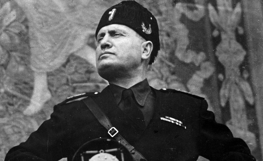 Бенито Муссолини Как и его союзник Адольф Гитлер, итальянский диктатор Бенито Муссолини также пережил много покушений, прежде чем получить заслуженную виселицу. В 1926 году отважная ирландка бросила в диктатора самодельную бомбу — да так неудачно, что лишь немного повредила ему нос.