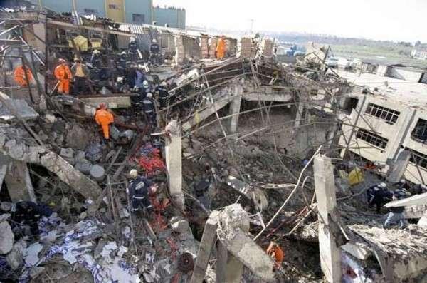 Стамбульский фейрверк И еще один случай, произошедший на нелегальной фабрике в Стамбуле. В результате взрыва обрушились два этажа пятиэтажного дома, похоронив под собой около ста человек.