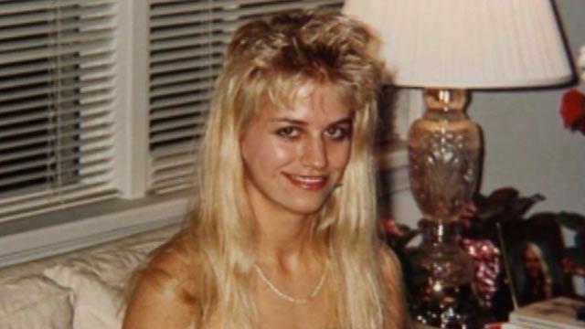 Карла Хомолка Хомолка был активным участником нескольких изнасилований и убийств, совершенных в соавторстве с мужем, Полом Бернардо. Они убили пару девочек-подростков и даже младшую сестру Карлы. Некоторые из своих отвратительных преступлений супруги задокументировали. Полиция схватила обоих, но Карле удалось свалить большую часть вины на мужа — что, как выяснилось позднее, оказалось полнейшей ложью.