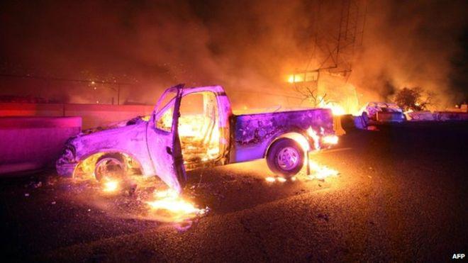 Фиеста с огоньком В марте 2013 года грузовик с фейерверком взорвался во время религиозной процессии в сельской местности, в Тлакскале, Мексика. Один из запущенных фейерверков упал на тент, под которым был скрыт опасный груз. 15 человек погибло, еще 154 получили ранения различной степени тяжести.