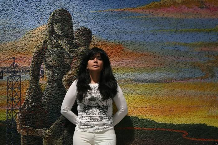 Сандра Авила Белтран Известная как Королева Тихого Океана, Сандра Белтран сумела стать одним из самых грозных наркоторговцев своего времени. Девушка возглавила одиозный картель Синалоа, параллельно устроив любовные игры с другим колумбийцем — Хуаном Диего Эспиноза. На пике развития Белтран контролировала большую долю оборота наркотиков между Колумбией и Мексикой. Красотка вела действительно роскошный образ жизни — и ведет его до сих пор, даже сидя за решеткой.