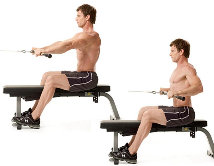 Гребля на тренажере Точнее, некая имитация движения, повторяющего классическую греблю в лодке. Садитесь на скамью кабельного тренажера, зафиксировав ровную перекладину. Хват обычный, чуть шире плеч. Тяните перекладину к верхней части живота, напрягая широчайшие. Возвращаясь в исходное положение, слегка наклоняйтесь вперед — так вы дадите мышцам стимулирующую растяжку.