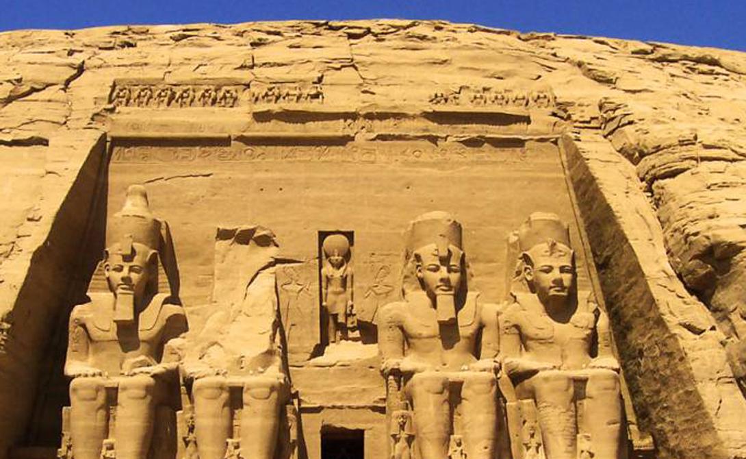 Анимизм Многие из хорошо известных египетских божеств берут свое начало в примитивном анимизме. Так Анубис, бог мертвых, изображается с головой шакала — египтяне просто видели множество этих животных у своих кладбищ.