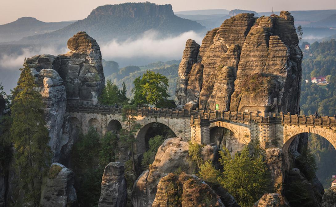 Саксонская Швейцария Германия Фактически, парк не имеет к Швейцарии никакого отношения. Он находится в пределах границ Германии, неподалеку от Дрездена. Саксонская Швейцария идеально подходит адептам альпинизма, причем склон своего уровня с легкостью подберет себе и профессионал, и любитель.