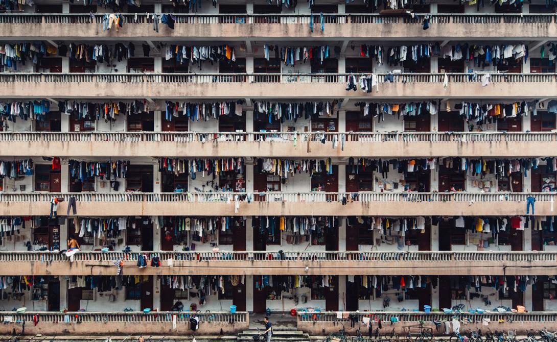 Silenced Автор: Винг Кай Ши Ланч в университетском общежитии в Гуанчжоу, Китай.