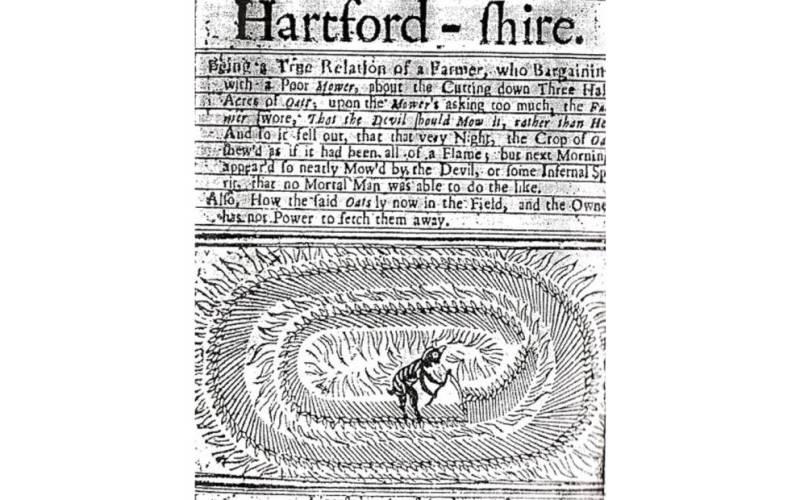 Дьявольский косильщик Хартфордшира Самое раннее упоминание о кругах на полях относится к загадочной истории, приключившейся в 1678 году однажды ночью в Хартфордшире. Газетная статья о таинственном явлении была опубликована 22 августа под заголовком «Дьявольский косильщик или странные новости из Хартфордшира». На картинке был изображен демон, тщательно выкашивающий круг на посевах, текст выше гласил: «Фермер торговался с бедным косильщиком за скашивание трёх с половиной акров его овса. Когда косильщик попросил слишком много овса, фермер начал ругаться и сказал, что пусть лучше дьявол скосит это поле. Так и получилось: в ту самую ночь поле с урожаем выглядело словно объятым огнем; но утром увидели, что овес не сожжен, а аккуратно скошен, будто дьявол или какой-то адский дух косил его. Ни один смертный не мог бы сделать подобное».