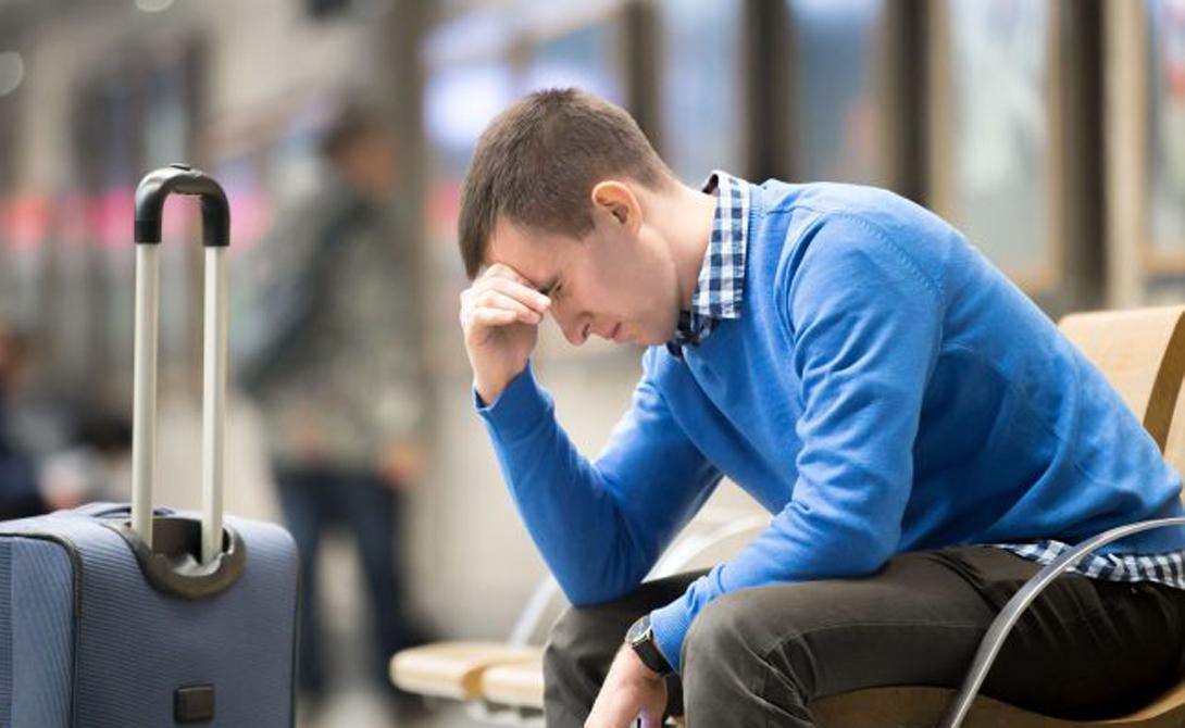 Контролируйте отвлекающие факторы Первое, что делает большинство людей по утрам — проверяет телефоны. Попробуйте не делать этого каждые пятнадцать минут в день вылета. Можно с легкостью потерять значительное количество времени просто бездумно пролистывая почту. Опоздать на рейс при таких раскладах будет более, чем реально.