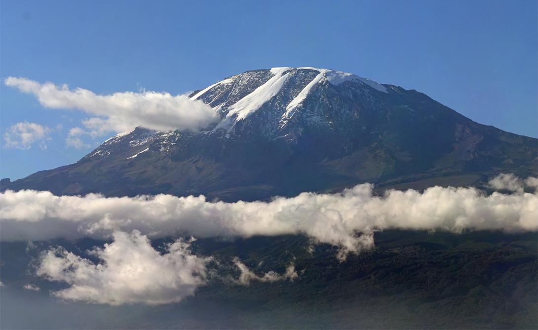 Гора Килиманджаро Танзания Гора Килиманджаро является самым высоким отдельно стоящим пиком в мире. С ее склонов смелому путешественнику откроется захватывающий дух вид. Сам поход займет от пяти до девяти дней, в зависимости от сложности выбранного маршрута.