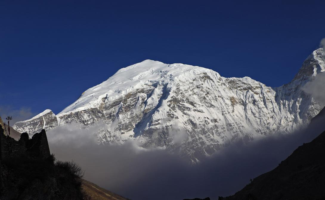 Ганкар Пунсум На границах Тибета, Бутана и Китая расположены высочайшие пики гор Ганкар Пунсум. Они остаются неисследованными по политическим причинам: все три государства поддерживают вялотекущий спор об этой территории. Кроме того, покорить Ганкар Пунсум смогли бы лишь профессиональные альпинисты — а таких в рядах кабинетных картографов считанные единицы.