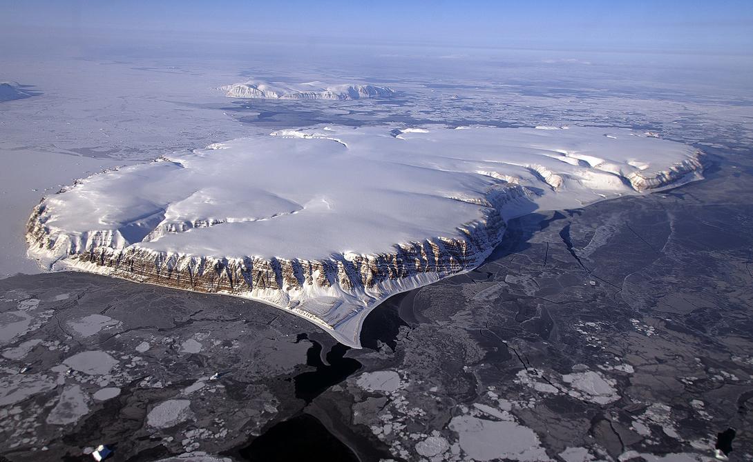 Гренландия Крупнейший остров мира остается и самым неисследованным островом. Ледовый щит покрывает 81% Гренландии, максимально затрудняя задачу исследователей. Кроме того, погодные условия здесь вполне соответствуют обстановке: сильный ветер, частые снежные бури и постоянный мороз. Название острову явно выбирали второпях.