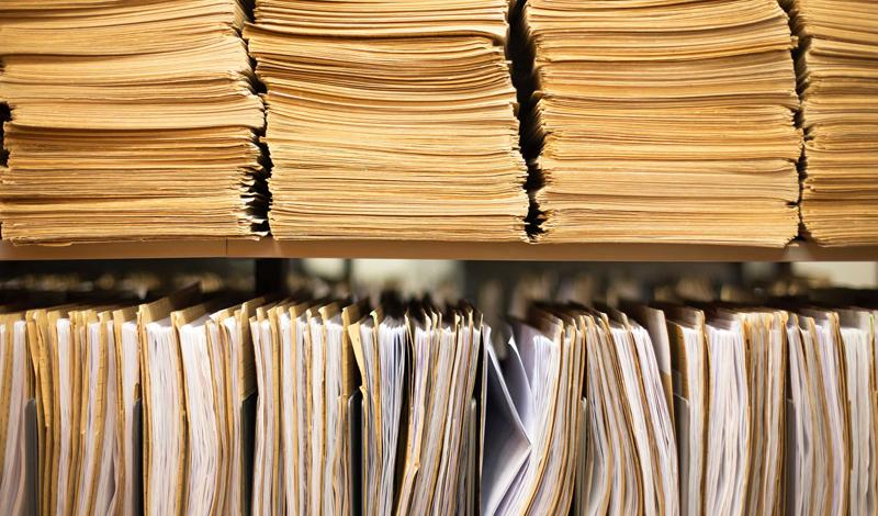Агентство из прошлого Можно подумать, что агентство, отвечающее за национальную безопасность, будет использовать самые совершенные компьютеры из всех доступных. Однако, до 2012 года ФБР активно использовало старую добрую бумажную документацию. Новая электронная система (стоимостью в 425$ миллионов) должна была быть введена в 2009 году, однако возникли непредвиденные обстоятельства непреодолимой силы. Наконец, в 2012 году бюро перешло к электронной документации. Добро пожаловать в новый век!