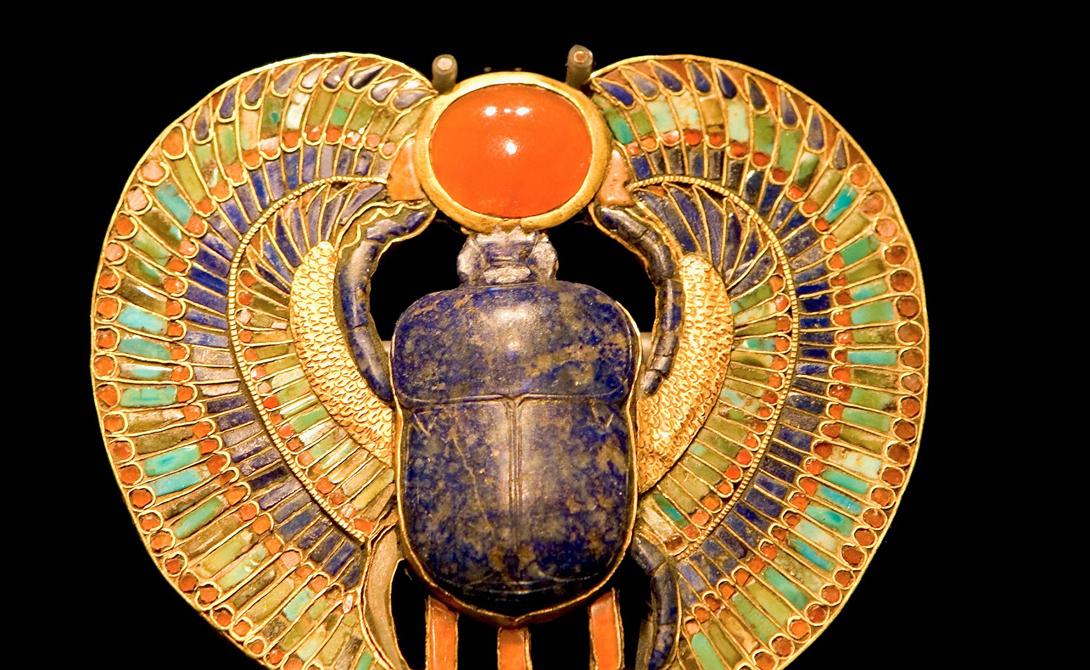 Скарабей Один из самых известных символов Древнего Египта, скарабей, служил для защиты от злых сил. Египтяне часто носили амулеты в виде этого жука.