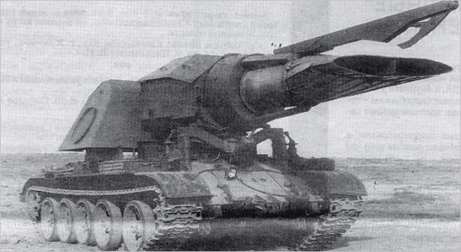 Прогрев-Т Давайте поприветствуем и русского монстра. Прогрев-Т предназначался для разминирования дорог — война в Афганистане диктовала свои требования к армейскому вооружению. Гениальные умы советских инженеров смогли разработать вот это чудо техники: база шасси Т-54 и реактивный двигатель Миг-15 вместо пушки. Струя раскаленного газа должна была взрывать мины перед танком. Чудовище побывало в деле всего три раза, два выхода в поле закончились для экипажа весьма печально.