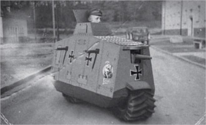 Pz-R Красавец, который не умеет ровным счетом ничего. По сути, Type R был лишь уменьшенной копией немецкого танка А7V, использовавшегося в Первой мировой войне. Конструкторы рассчитывали, что такая броня позволит одному пехотинцу удержать превосходящие силы противника. Практика показала полную неприспособленность конструкции к полевой работе: танкист, чья голова торчала из люка для обзора, просто не мог справиться ни с пушкой, ни с пулеметами.