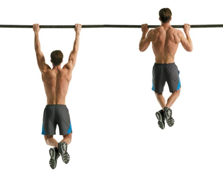 Подтягивания широким хватом Без подтягиваний обойтись не получится. Это упражнение вовлекает в работу широчайшие мышцы спины — такая тренировка позволит стать стройнее даже тому, кто с детства никак не мог победить плохую осанку. Главное, что нужно запомнить: повтор делается медленно, с контролем на всех этапах; правильный хват — чуть шире плеч; отдых между подходами — не больше сорока секунд.