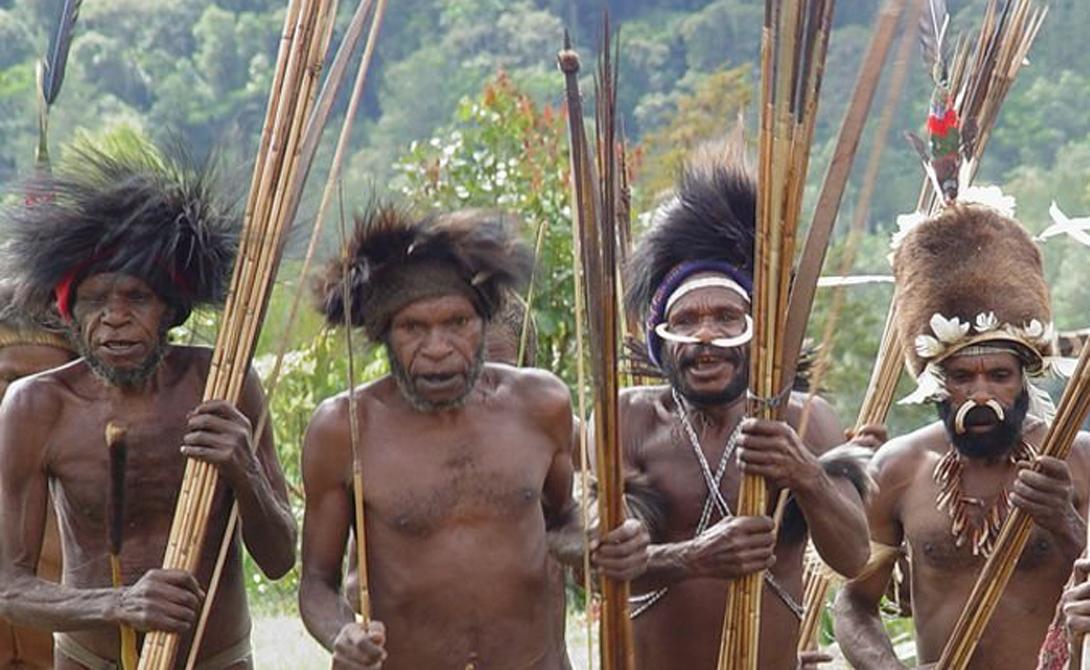 Папуа-Новая Гвинея Волшебные пейзажи, невероятная фауна и удивительная флора: Папуа-Новая Гвинея вполне могла бы сойти за рай на Земле — вот только вместо ангелов остров населяют дикие туземные племена, частенько практикующие каннибализм. Наличие цивилизации ни в коей мере не умаляет опасности, которая поджидает потенциальных исследователей. К примеру, в 2012 году выборы главы государства сорвались из-за группы каннибалов, терроризирующих местное население.