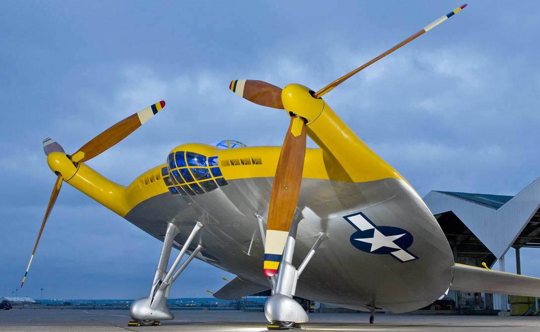 Vought XF5U-1После нападения на Перл-Харбор военно-морской флот нуждался всамолете, который может взлетать и приземляться в ограниченных пространствах, таких как палубы авианосца. Итогом многолетнего проектирования стал XF5U, детище компании Vought. «Летающий блин» имел большие проблемы с балансом и вечно заваливался на один край. В принципе, весь проект можно было бы и доработать, но к тому времени армия уже предпочла вкладывать деньги в гораздо более перспективные реактивные самолеты.