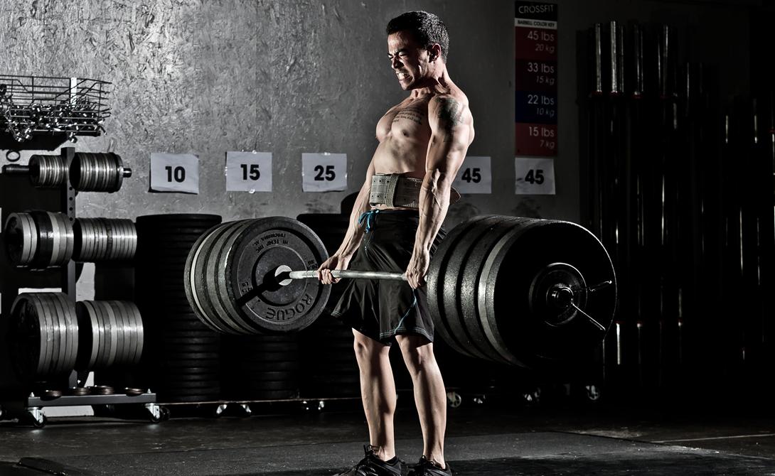 Борьба с метаболизмом Мы уже выяснили, что обычный человек склонен к набору жировой массы. Высвобождаемый же объем энергии слишком мал, чтобы работать на тренировках с нужной эффективностью. Получается, что большую часть энергии из пищи организм бережно складывает в жировые отложения. Из этого следует фундаментальное правило успешной тренировки: хочешь красивое тело — придется поработать над сменой уровня метаболизма.