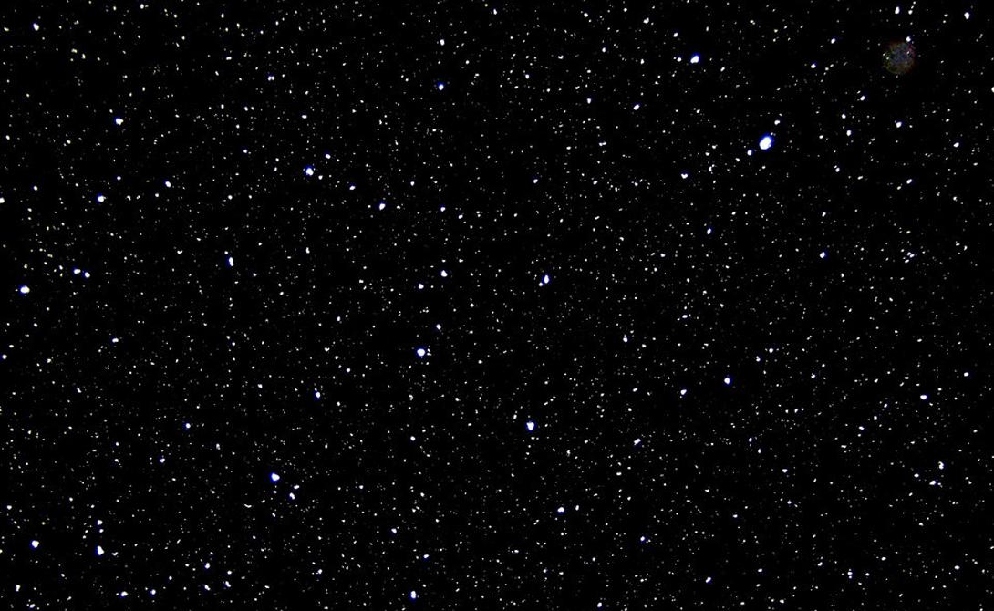 Огромные пустоты В отличие от черной дыры, огромные пустоты нельзя назвать отверстием в пространстве. Это просто места, где ничего нет. Ни материи, ни темной материи. Свет может проходить сквозь такие участки, хотя ученые считают, что он заряжается некой формой «темной энергии».